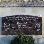 Schriftplatte aus Aruba, , vertiefte Inschrift lichtgrau getönt