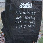 Hochstein aus Indian Black, vertiefte Inschrift lichtgrau getönt
