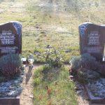 Zwei gespiegelte Steine aus Twilight Red mit teilplastischen Rosen