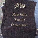 Hochstein aus Ruby Star, vertiefte Inschrift mit Blattgold ausgelegt