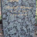 Hochstein aus Verde Olivia, vertiefte Inschrift mit Blattgold ausgelegt