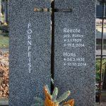 Hochstein zweiteilig aus Sora, , vertiefte Inschrift lichtgrau getönt
