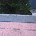 Verlegen der Platten auf einer Drainagematte um die Abführung des Kapillarwassers zu gewährleisten